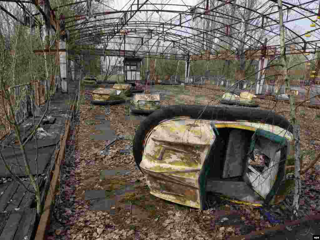 Чернобыльдің түбіндегі иен қалған Припят қалашығының саябағы, Украина. Сәуір, 2010 жыл.