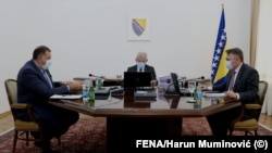 Članovi Predsjedništva BiH Milorad Dodik (L), Šefik Džaferović (u sredini) Željko Komšić (D), Sarajevo, juli, 2020.