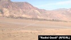 Граница между Афганистаном и Таджикистаном в районе Шамисиддини Шохин.
