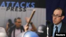 Լրագրողների պաշտպանության կոմիտեի գործադիր տնօրեն Ջոել Սայմոնը ասուլիսի ժամանակ, արխիվային լուսանկար