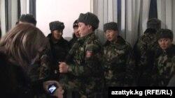 2011-жылдын 8-декабрында Бишкек гарнизонунун 41069-аскер бөлүгүндө кызмат өтөгөн 31 аскердин 15и качып кеткен.