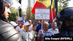 La demonstrațiile de azi din fața Parlamentului