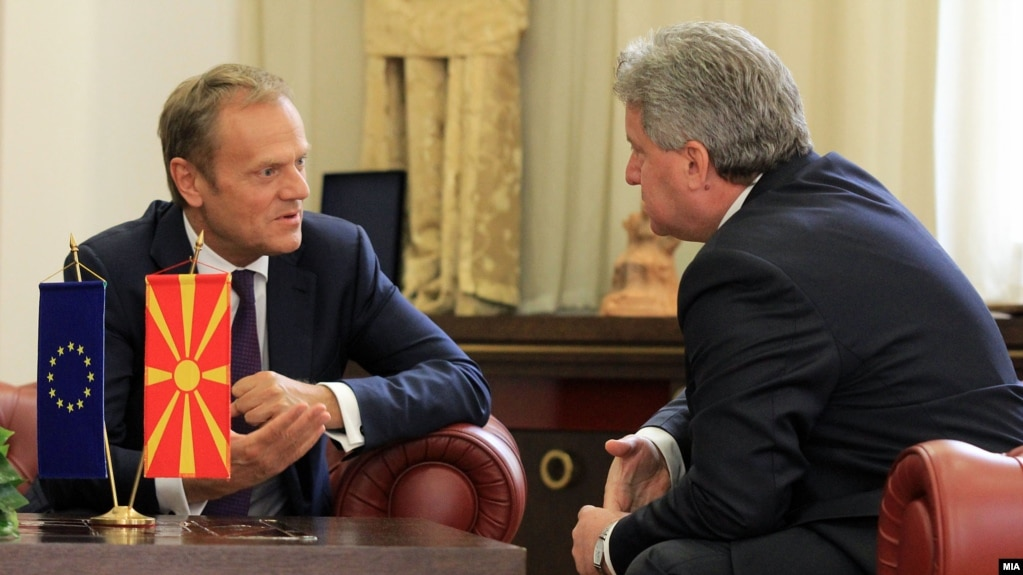 Macedonian President Gjorge Ivanov (right) and European Council chief Donald Tusk talk during their April 3 meeting.