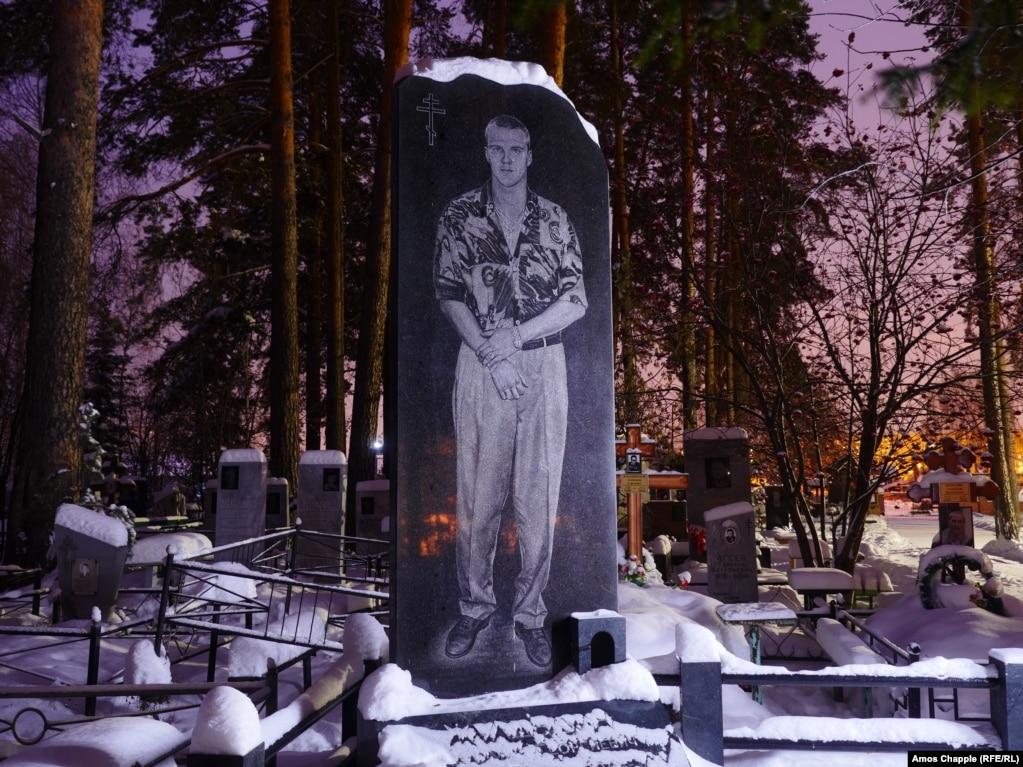Памятники фото екатеринбург 90 8 памятники во владимире цены Камышин