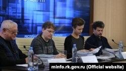 Майк Львовски (второй слева) на презентации своей книги «Кино Крым: 100 лет съемок на полуострове» в прошлом году