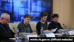 Майк Львівські (другий зліва) на презентації своєї книги «Кіно Крим: 100 років зйомок на півострові» минулого року