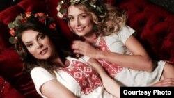 «Міс Беларусь-2004» і «Міс Беларусь-2008» зладзілі фотасэсію ў вышымайках
