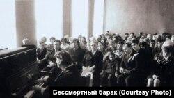 "Вера Лотар-Шевченко на одном из своих ""сибирских"" концертов"