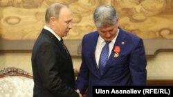 Алмазбек Атамбаев и Владимир Путин на саммите СНГ, сентябрь 2016 года