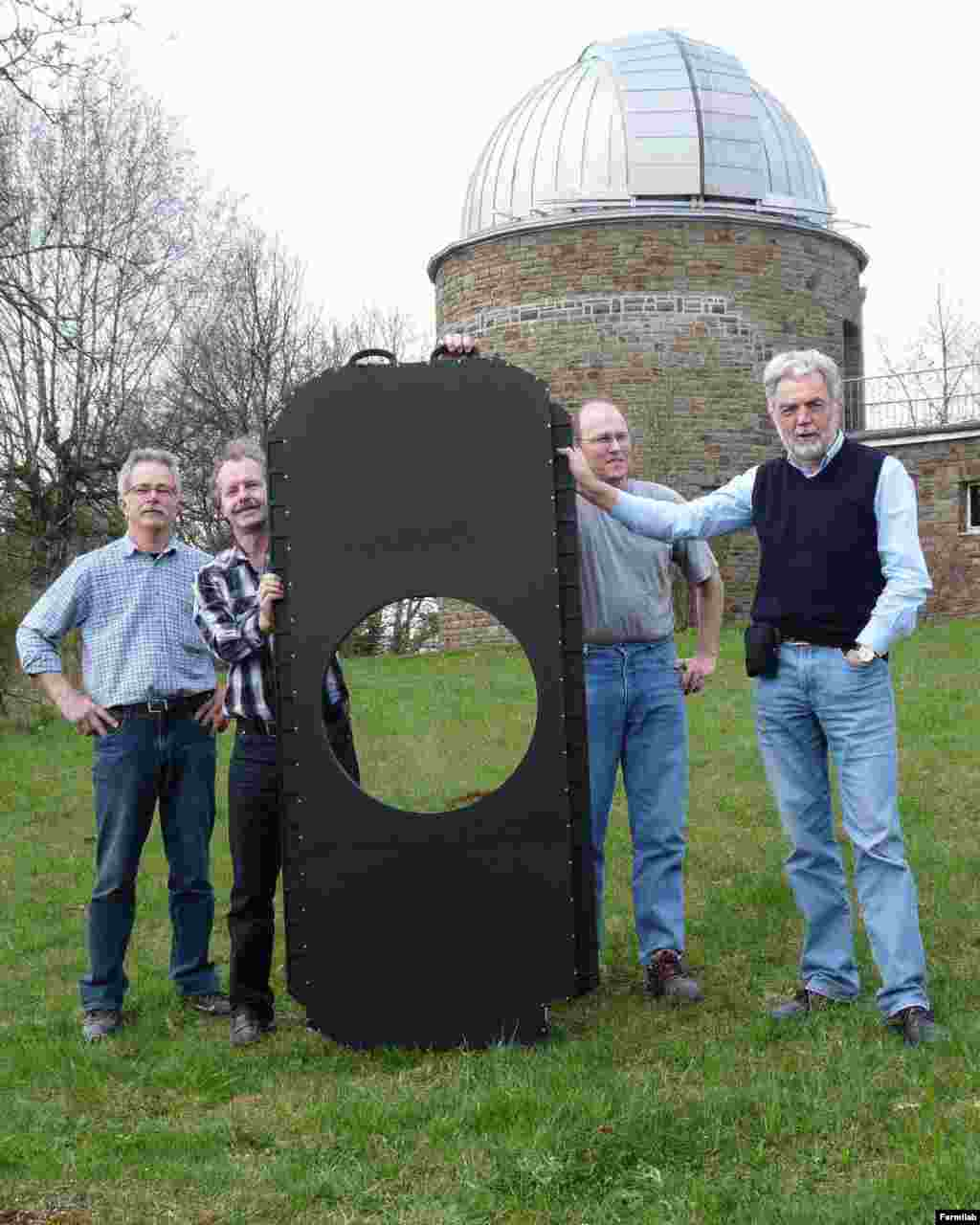 The University of Bonn team displays the world's largest shutter in front of the Schmidt telescope dome of the Hoher List Observatory.