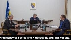 Članovi Predsjedništva BiH: Šefik Džaferović (lijevo), Željko Komšić (centar) i Milorad Dodik (desno), Sarajevo