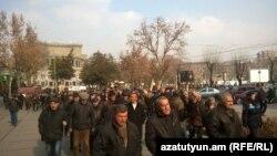 «Նաիրիտ» գործարանի աշխատողների ցույցը Էներգետիկայի և բնական պաշարների նախարարության շենքի մոտ, Երևան, 27-ը հունվարի, 2015թ.