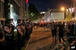 Prema navodima policije na protestima je bilo preko 8.000 ljudi