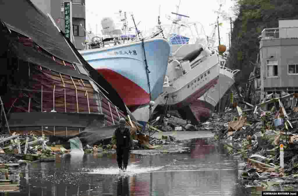 Эту картину можно было наблюдать во многих прибрежных городах Японии