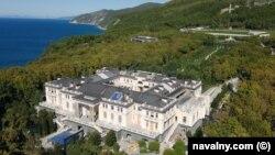 """""""Дворец Путина"""" на побережье Черного моря неподалеку от курортного города Геленджик."""