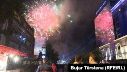 """Праздничный салют для сторонников националистического """"Движения самоопределения"""" после парламентских выборов, 12 июня 2017 года."""