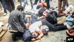 Թուրքիա - Ոստիկանության բռնությունների հետևանքով վիրավորված ցուցարարներ Ստամբուլի Թաքսիմ հրապարակի մոտակայքում, 31-ը մայիսի, 2014թ.
