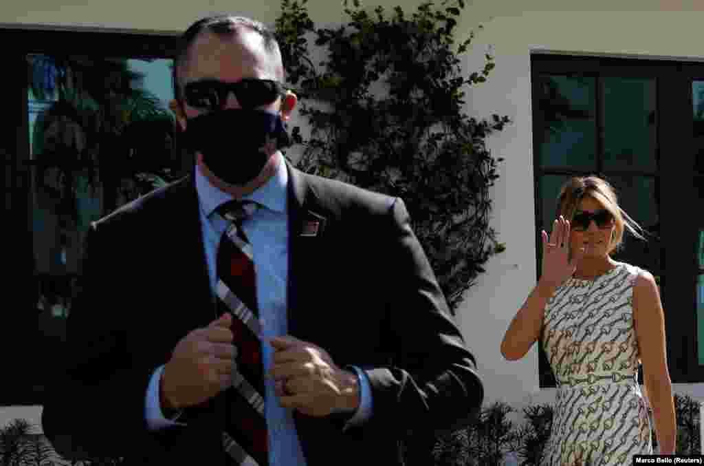 А вот жена Дональда Трампа Мелания, которая переболела коронавирусом вместе с мужем, пришла проголосовать на избирательный участок во Флориде без маски. Мелания нечасто появлялась на предвыборных ралли Трампа: гораздо чаще президента сопровождала дочь Иванка