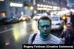 Навальныйге бетіне көкдәрі шашқан сәт. 2017 жылдың сәуірі.