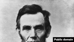 Авраам Линкольн одно время работал почтмейстером