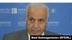 БҰҰ-ның босқындар ісі басқармасының аймақтық үйлестірушісі Сабер Азам. Алматы, 20 маусым 2012 жыл.