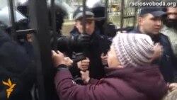 Проросійські активісти вимагали звільнити сепаратистів, які захопили Харківське ОДА