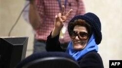 عترت کاظمي ملقب به اليزابت در یازدهمین انتخابات ریاست جمهوری ثبت نام کرد