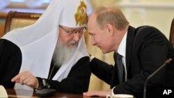 Президент Росії Володимир Путін (праворуч) і Московський патріарх Кирило (архівне фото)