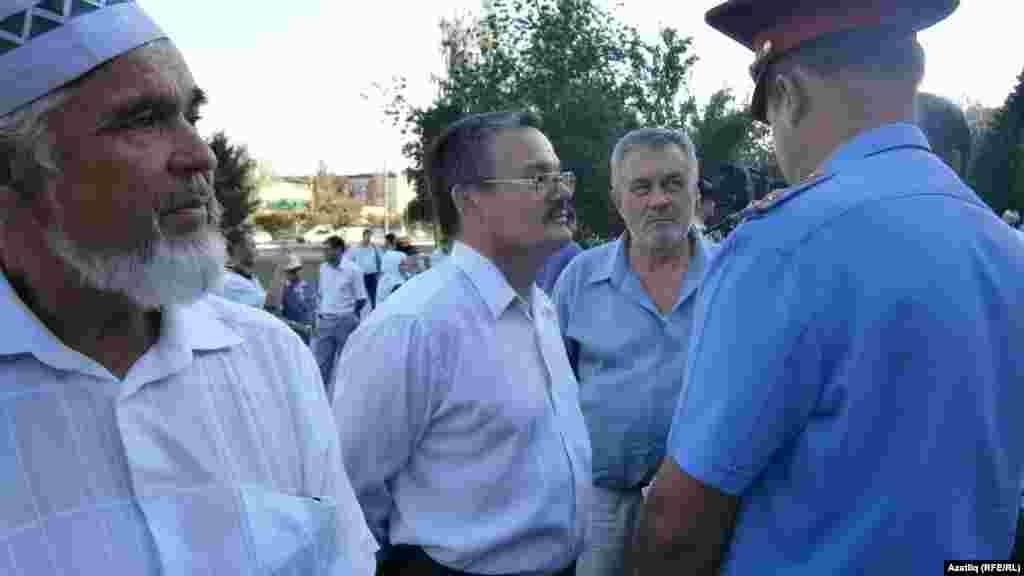 Рәфис Кашапов полициягә аңлатма бирә