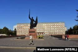 The central square in Ussuriysk, seven time zones and more than 8,000 kilometers from Moscow