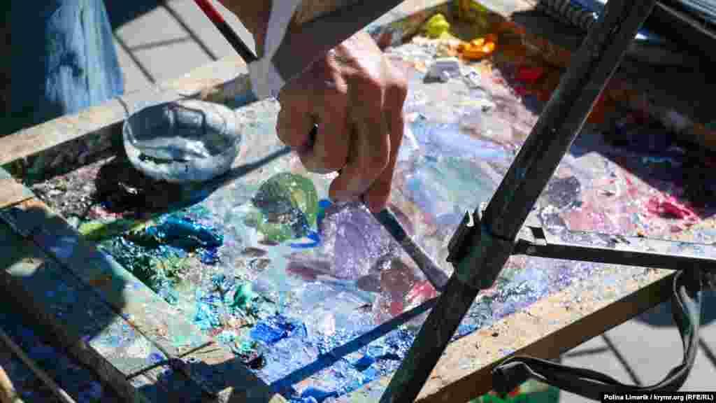 Природа півострова під кінець «оксамитового» сезону впливає на місцевих художників натхненно