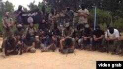 """Скриншот видео, размещенного в Сети группировкой """"Исламское государство"""". Персонажи видеоролика - предположительно выходцы из Таджикистана."""