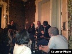 Dan Alexe vorbind publicului la Dianei 4, București