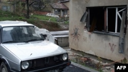 Dritarja e banesës së familjes Haradinaj, ku ishte vendosur eksplozivi...