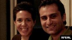 Roza Ajiri (çepde) we Amir Zamanifer