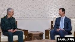 محمد باقری، رئیس ستاد کل نیروهای مسلح ایران (چپ) در دیدار با رئیس جمهوری سوریه