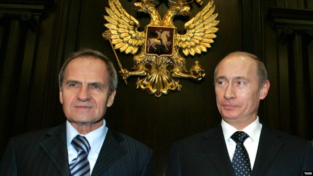 Путин навсегда. Почему заговорили об изменении Конституции России