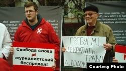 """Излюбленное оружие """"Наших"""" - пикеты и уличные демонстрации."""