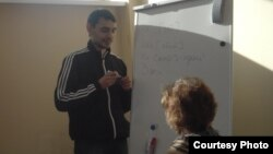 Наил Солтанов татар теле дәресендә