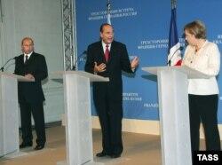 Лидеры России, Франции и Германии - Владимир Путин, Жак Ширак и Ангела Меркель - на переговорах в Компьене (Франция), 2006 год