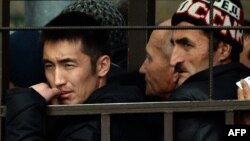 Orsýetiň Migrasiýa gullugynyň öňünde nobatda duran adamlar, Moskwa, 25-nji oktýabr, 2013