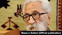The spiritual leader of the Gonabadi Dervishes Nurali Tabandeh (file photo)