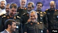 دیدار محمود احمدینژاد با فرماندهان سپاه پاسداران در شهریور ۸۶