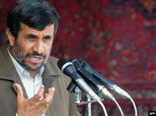 محمود احمدى نژاد براى سفر  استانى به شهر بجنورد، مركز استان خراسان شمالى، رفته است.