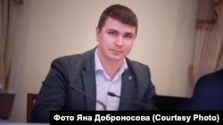 У змаганні «внеси правку до і «антиколомойського законопроекту» перемагає ексслуганароду, а нині позафракційний Антон Поляков: він подав понад 6 тисяч зауважень