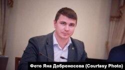 За даними поліції, попередньо правоохоронці встановили, що Полякову стало зле дорогою в таксі, його намагалися реанімувати лікарі «швидкої», але констатували смерть