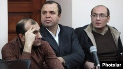 Armenia - Vazgen Khachikian (C), former head of the state pension fund, goes on trial on corruption charges, Yerevan, 5Mar2013.