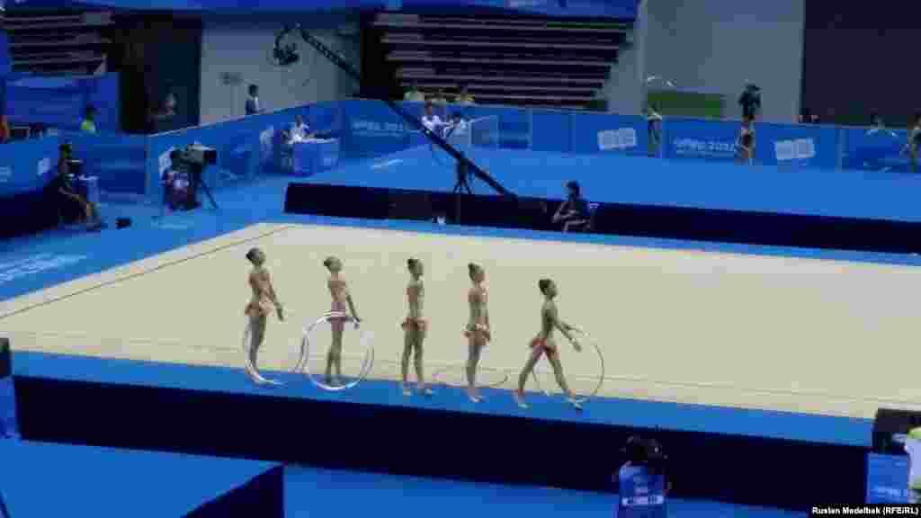 Қазақстандық көркем гимнастика командасы өнер көрсетуге шықты. Қытай, Нанкин. 26 тамыз 2014 жыл.