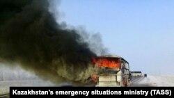 Казакъстанның Актүбә өлкәсендә ут капкан автобус