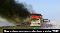 Gazagystanda awtobusyň ýanýan pursady